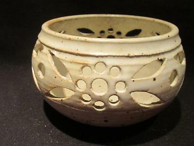 Signed Pottery Planter with Open Floral & Leaf Design Lauda?