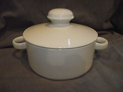 Midwinter Stonehenge White 1.5 Quart Covered Casserole Dish