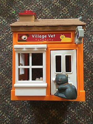 Mainstreet Village VILLAGE VET Building w Sound & Kitty Cat Figure