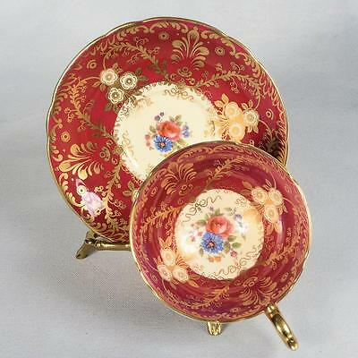"""Aynsley """"royalty"""" Teacup & Saucer - White/deep Red Decorated With Gold Filigree"""