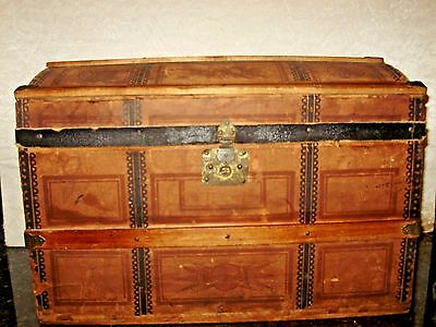 Antique Childs Doll Trunk With Tray Graphics And Some Original Lining 18X12X11