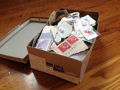 Worldwide: Great Lot Of Fragments - Stamps - Old To Modern - About 0,5 Kg Box