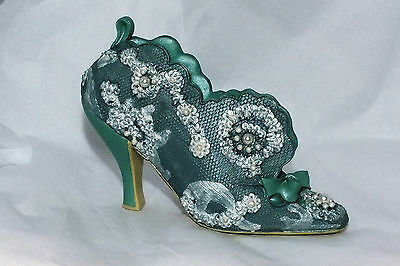 Classic Couture Fashion Shoe Figurine Chantilly 1999 (S-34)