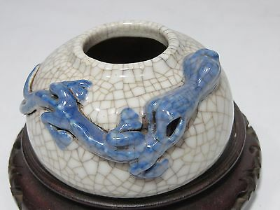 Lovely Chinese porcelain brush washer with lizard
