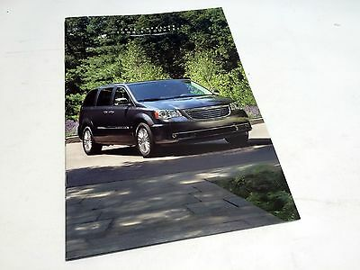 2016 Chrysler Town & Country Brochure