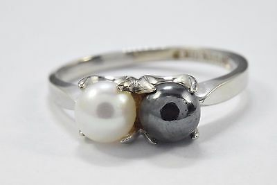 Women's 6.0 mm White & Black Natural Pearl Ring in 10k Solid Gold