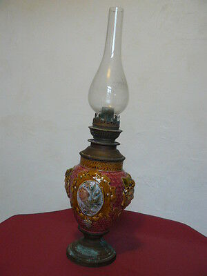 Belle Lampe A Petrole Ancienne Barbotine