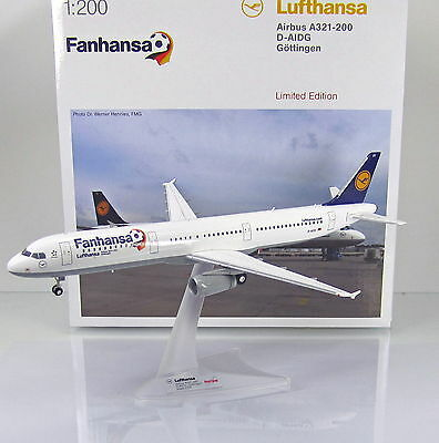 """Herpa Wings 556750  Lufthansa Airbus A321 """" Fanhansa """" Scale 1/200"""