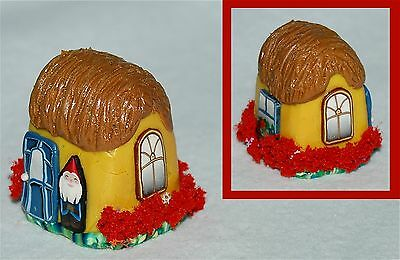 Boulder Bay Thimble -  YELLOW GNOME HOME THATCHED ROOF 05 NEW