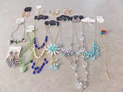 Lot of Fashion Jewelry Womens Costume Mixed Lot Necklace Bracelet Earrings Rings