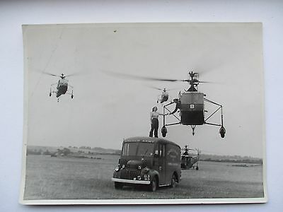 Sikorsky R-4 And Church Army Van - Raf Helicopter School , Andover 1945 - Photo