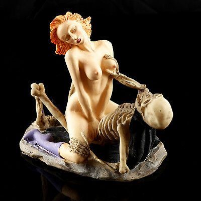 Skeleton Lovers Skulls Statue Erotic Couple Figurine Resin Collectible Sculpture