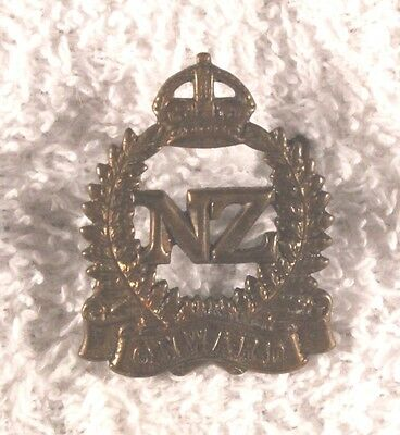 "New Zealand Army Badge:  Expeditionary Force ""ONWARD"", collar - brass, nhm"