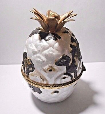 """Vintage Evans White Pineapple Butane Table Lighter Sparks """"untested"""" Sold As Is"""