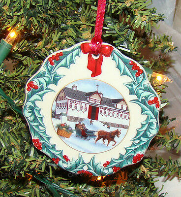 Hometown Christmas Ornament 1999 (Longaberger Collectors Club, 35599) Porcelain