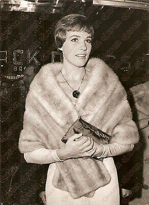 1965 BROADWAY - RIVOLI THEATER Julie ANDREWS at premiere of THE SOUND OF MUSIC