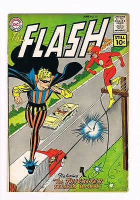 Flash # 121 The Trickster Strikes Back ! grade 5.0 scarce book !!