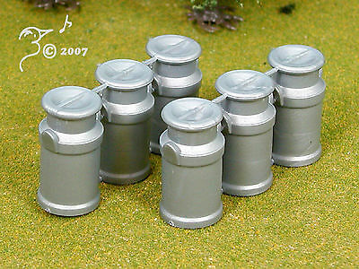 Plastic Milk Cans with Removable Top by Siku G Scale 1:32