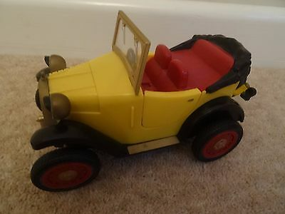 """Brum Wibbly Wobbly 7"""" Battery Operated Car By Golden Bear"""