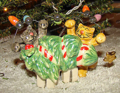 North Pole Place Cat's Playing Christmas Ornament (Westland, 91030) Ceramic