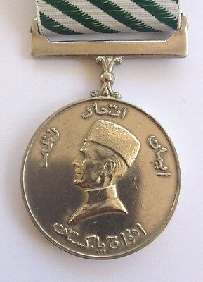 Pakistan - Quaid-I-Azam Medal 1976 - Comes With A New Ribbon And Wallet