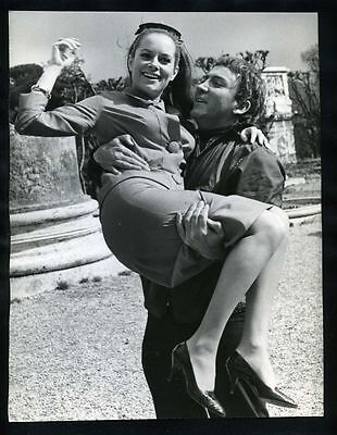 1970s CAMERON MITCHELL Picks Up LUCIANA PALUZZI In Rome Vintage Orig Photo gp