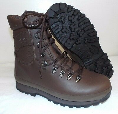 ALTBERG BROWN LEATHER COMBAT DEFENDER BOOTS - Size: 8 Wide , British Army NEW