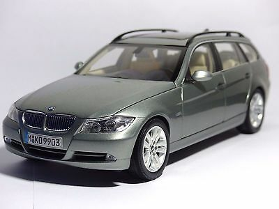 kyosho bmw 330i 3er touring e91 titansilber dealer ovp 1 18 modellauto eur 49 00 picclick de. Black Bedroom Furniture Sets. Home Design Ideas