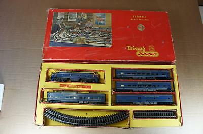 OO Tri-ang boxed RS34 Transcontinental train set : loco, 4 coaches & track