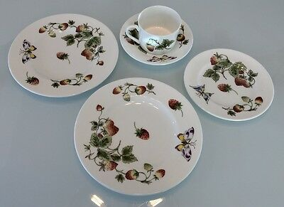 "5 Pieces Coalport, ""Strawberry"".Bone China"