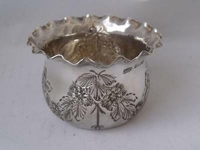 Pretty Antique Hand-Embossed Solid Sterling Silver Sugar Bowl 1903/ Dia 6.8 cm