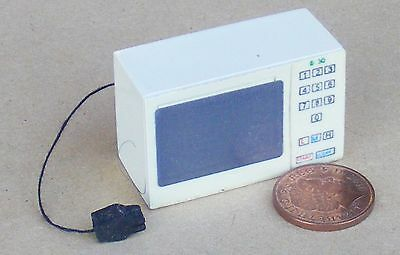 1:12 Scale A Cream Resin Microwave Oven Dolls House Miniature Kitchen Accessory