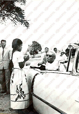 1959 CEYLON Rajendra PRASAD making Eastern gesture of salutation to young girl