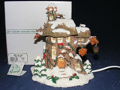 CHARMING TAILS GREAT OAK TOWN HALL Lighted Figure NIB Christmas Snow Dean Griff