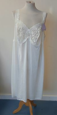 Marks and Spencer aurelia lace cling resistant full slip size 22