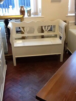 Beautiful Vintage Shabby Chic Settle Bench