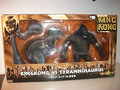King Kong v Tyrannosaurus LTD Figure set X-PLUS  Japan TOYSRUS exclusive MIB