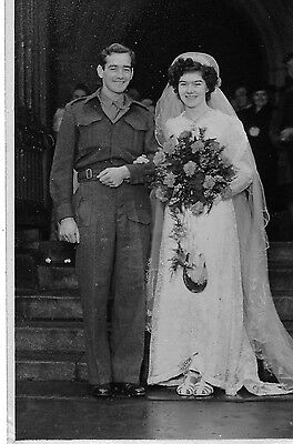 social history WEDDING - BRITISH ARMY SOLDIER WITH HIS BEAUTIFUL BRIDE WW2 era