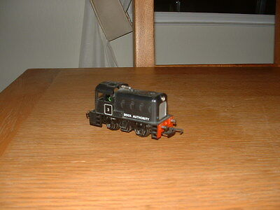 TRIANG DOCK AUTHORITY DIESEL SHUNTER 0-4-0 No 3 in BR Black Livery