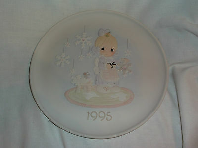 1995 Precious Moments He Covers The Earth With His Beauty Christmas Plate