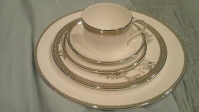 Vera Wang Wedgewood Lace Platinum 5 Piece Place Setting - NWT