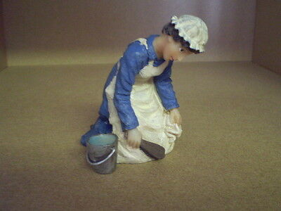 Dolls house figure,1/12 scale poly/resin Maid Kneeling,DP307