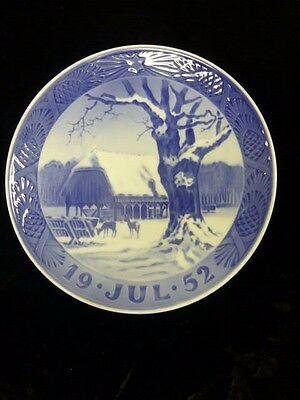 Royal Copenhagen 1952 Christmas Plate -Christmas In The Forest