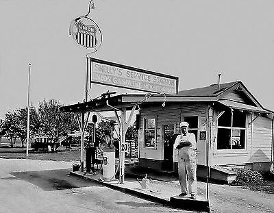 """5""""x7"""" UNION  76 SHELLY'S SERVICE GAS STATION OILS 30'S ? OWNER POSING"""