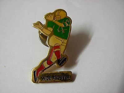 American football pin badge  Wide receiver. Player running  NFL    BA