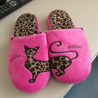 Ladies totes mule slippers with cat  size 4  new
