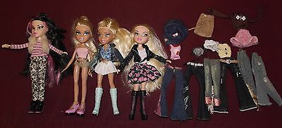 Bratz bundle 4 dressed dolls with shoes & extra clothes