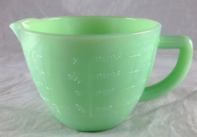Jadite Green Glass Large 2 Cup Capacity Measuring Cup Pitcher Pints Cups Ounces