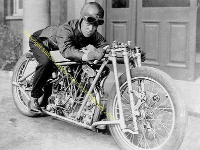 Joe Wright OEC Temple JAP Brooklands 1930 motorcycle record.Great photo