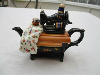 cardew miniture infusion collectable teapot very good condition